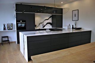 U-shape contemporary kitchen by BORA Vertriebs