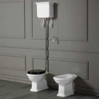 Toilette mit Hochspülkasten von SIMAS